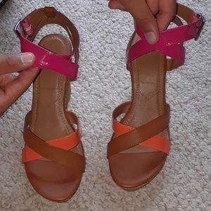 Avon Strappy colorblocked wedge sandal sz 8